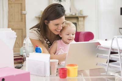 Работа на дому и малыш. Как занять ребенка?