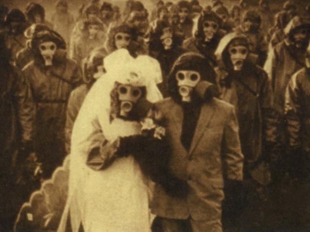 Тематическая свадьба в противогазах
