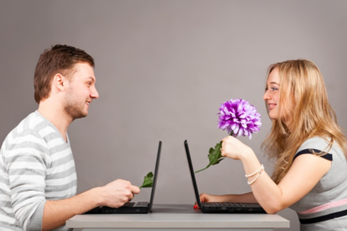 young-couple-at-a-laptop